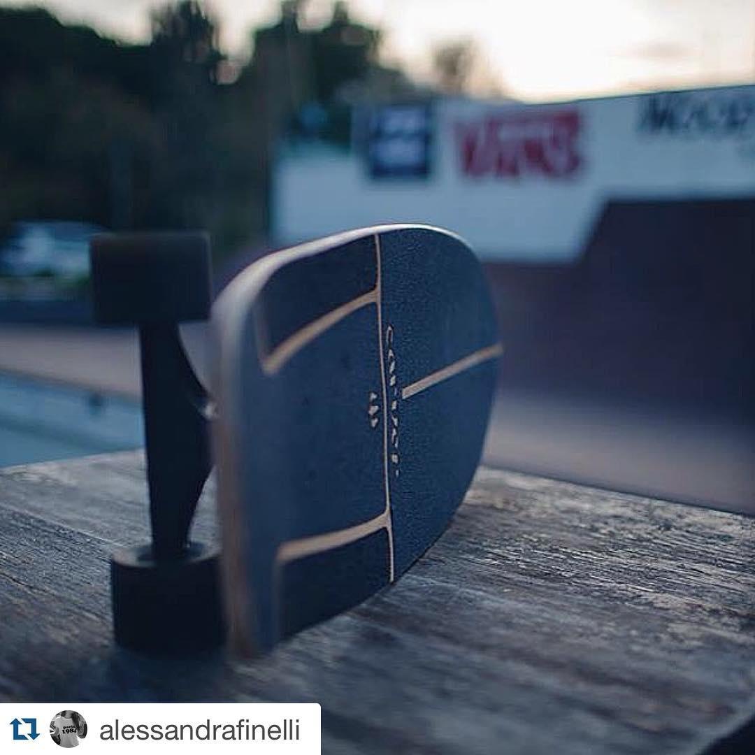 #Repost @alessandrafinelli with @repostapp. ・・・ #carver #woodwavesurfskate #surfskate #carverskateboards