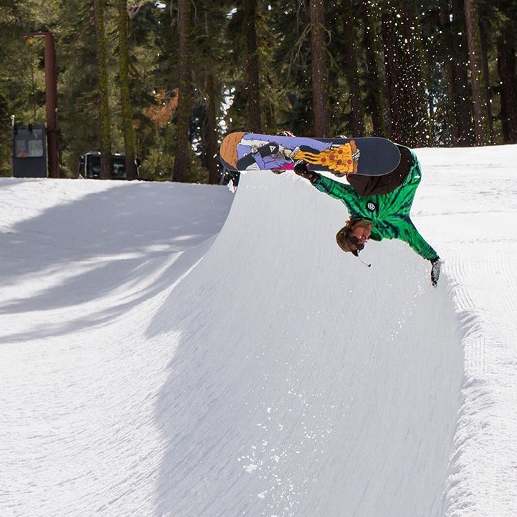 Eric Royce hand plant in the U-ramp @sierra_at_tahoe @roycephotogs @686 @smithoptics