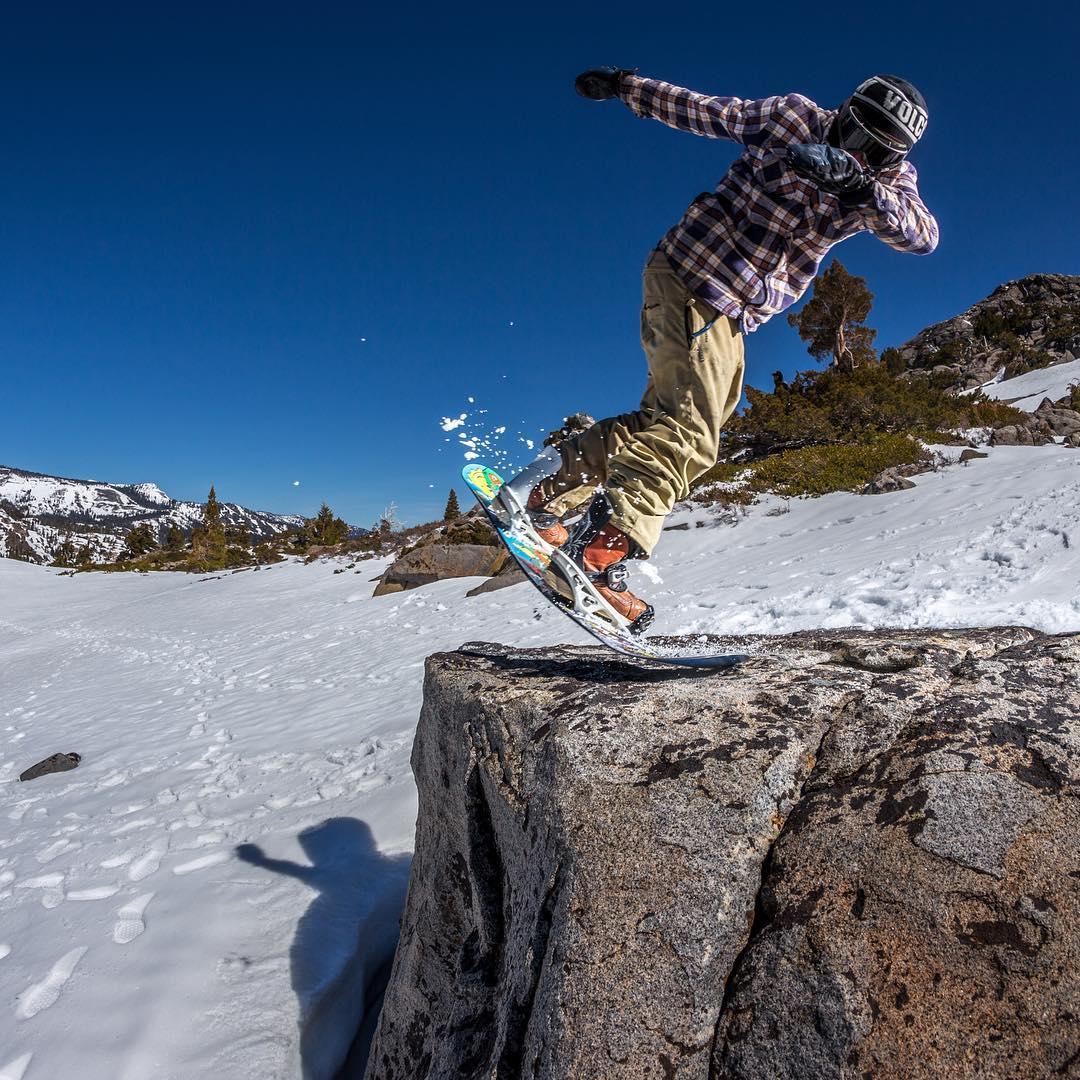@lenzel_bossington aka Lenny Mazzotti gettin blunted in the Tahoe backcountry @volcomsnow @electric @fluxbindings