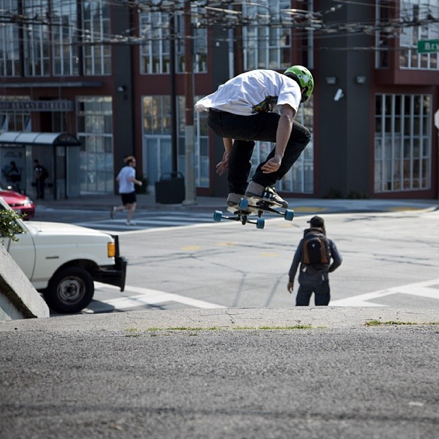 DRC getting lifted in SF, #Freebord #snowboard