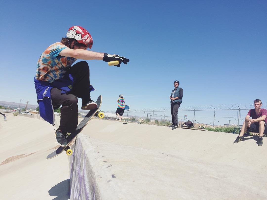 @fingerbangpdx getting some in the ditches of Albuquerque. photo: @jameskelly_shm