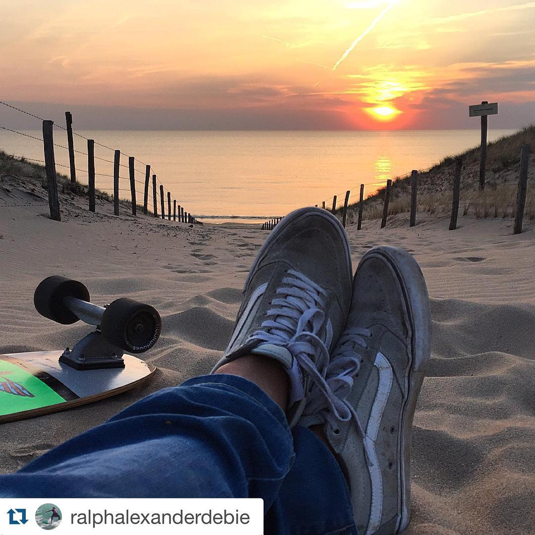 #Repost @ralphalexanderdebie with @repostapp. ・・・ #zandvoort #dunes #carverskateboards #sunset  #aboutlastnight