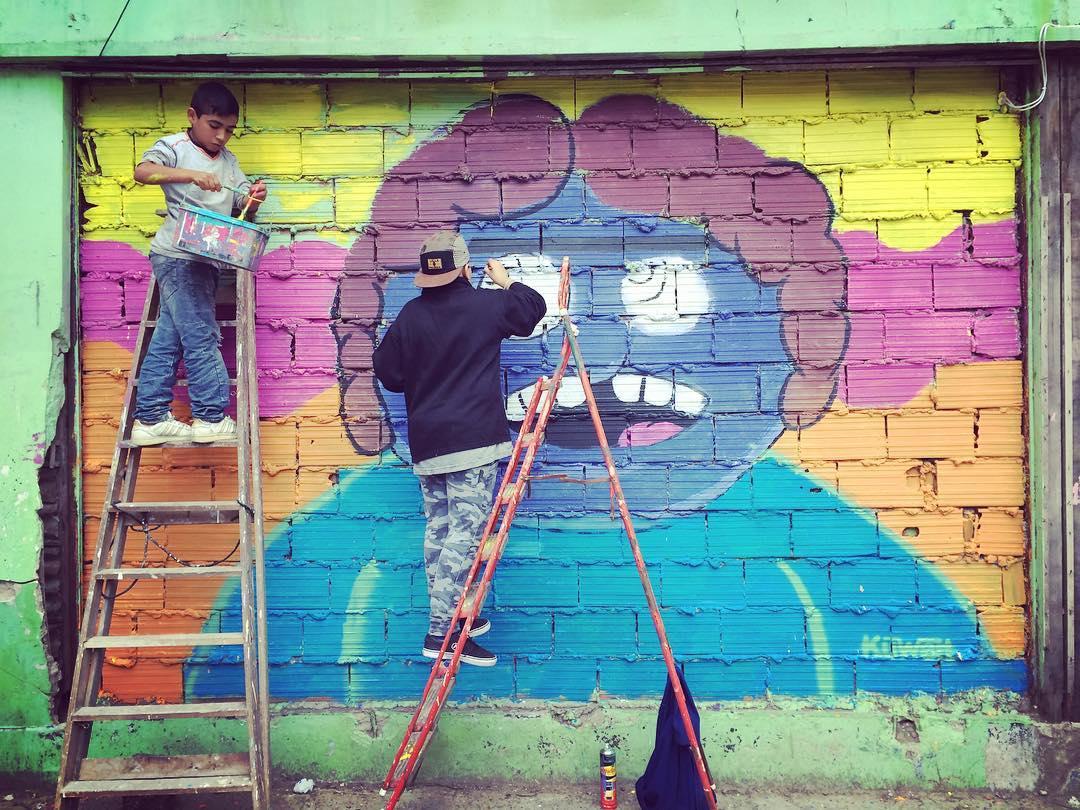 Se siente cerca #darte en isla maciel junto a @pintolaisla! #art #mural #kids