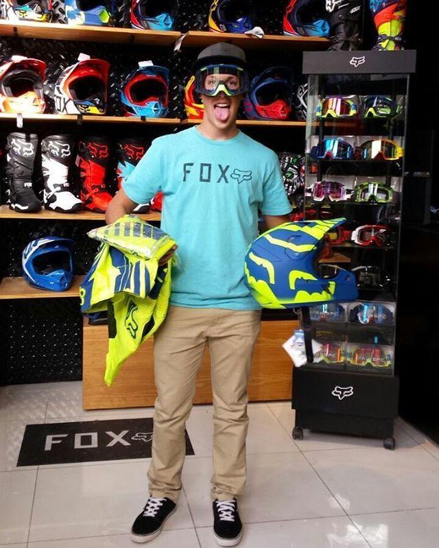 @JoaquinPoli199 pasó por nuestro Fox Concept Store de Olivos para elegir sus prendas favoritas!  #FoxHeadArgentina