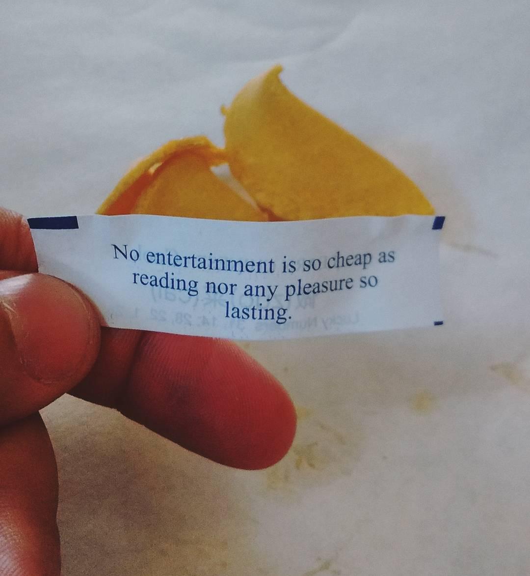 Estos la traen lunga, viejo. Para el que no lo sepa, el 5 de junio cumplo años... Guiño, guiño diría #LaMirtha  #ChinaTown #NYC #Vacations #Reading #Books #FortuneCookie
