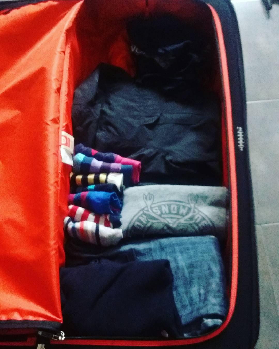 Irte de viaje y que esto sea todo tu equipaje sólo significa algo ☝, te da paja armar la valija.  #Vacations #Lugagge #Trip #Pastelito