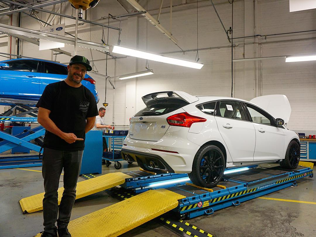 Two Focus RSs in their final production stage area at the Saarlouis production plant in Germany, made for special Ford models like the RS and ST cars. #FordFocusRS #factoryfresh