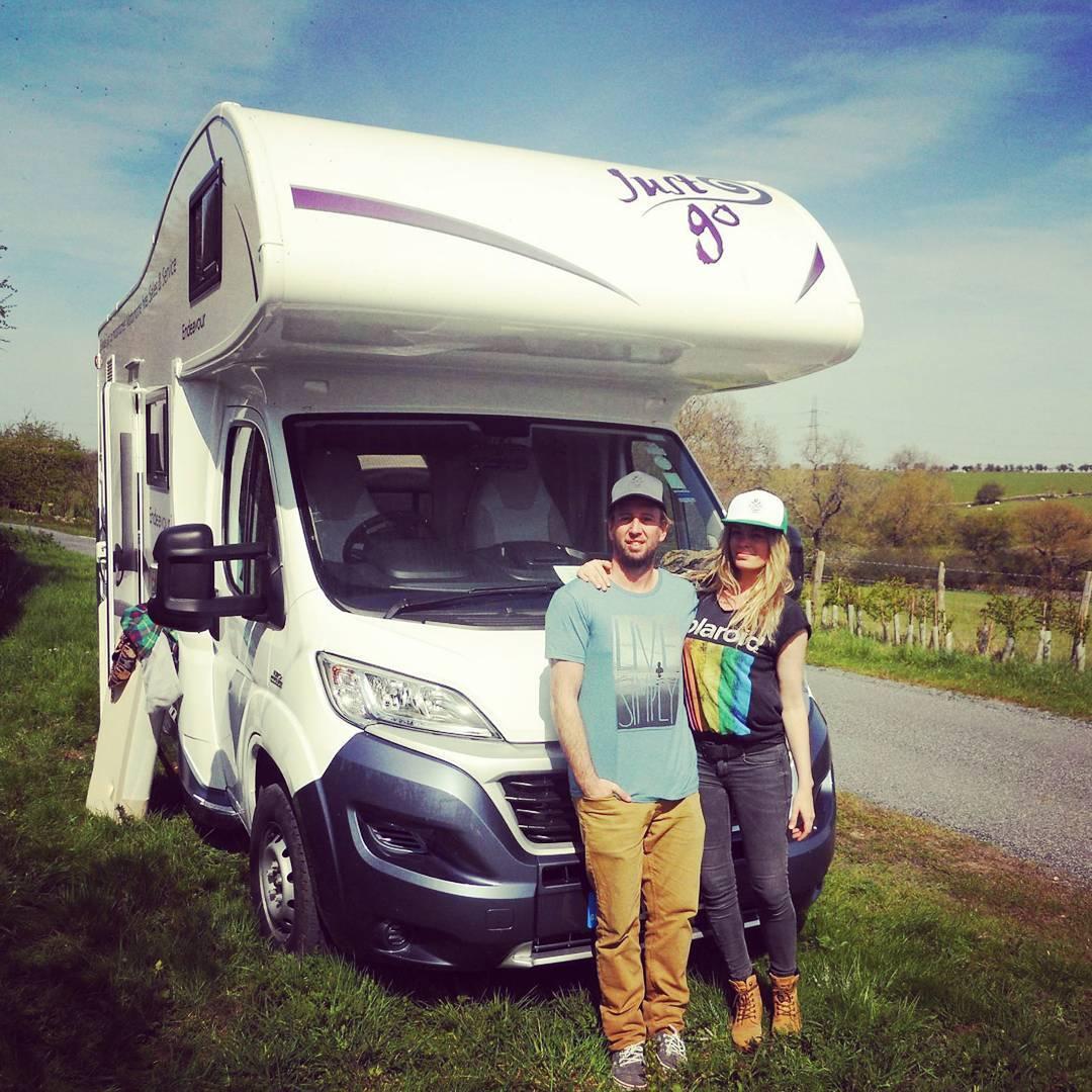En MAE TUANIS nos encanta viajar! Y a los AMIGOS MAE también! Sol y Santi Franchino de #roadtrip por #uk #maetuanis #surf #surfing #cotswolds #england #livesimply