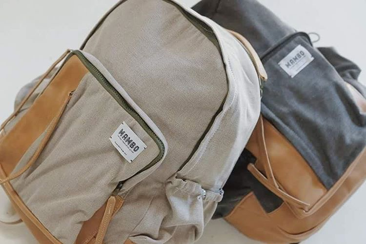 Mochila Atlántico en sus dos versiones, canela y grafito.  www.mambomambo.com.ar . . . #welltravelled #gooutside #goexplore #backpack #handcrafted #hechoenbuenosaires #mochilas #diseño #canvas #original