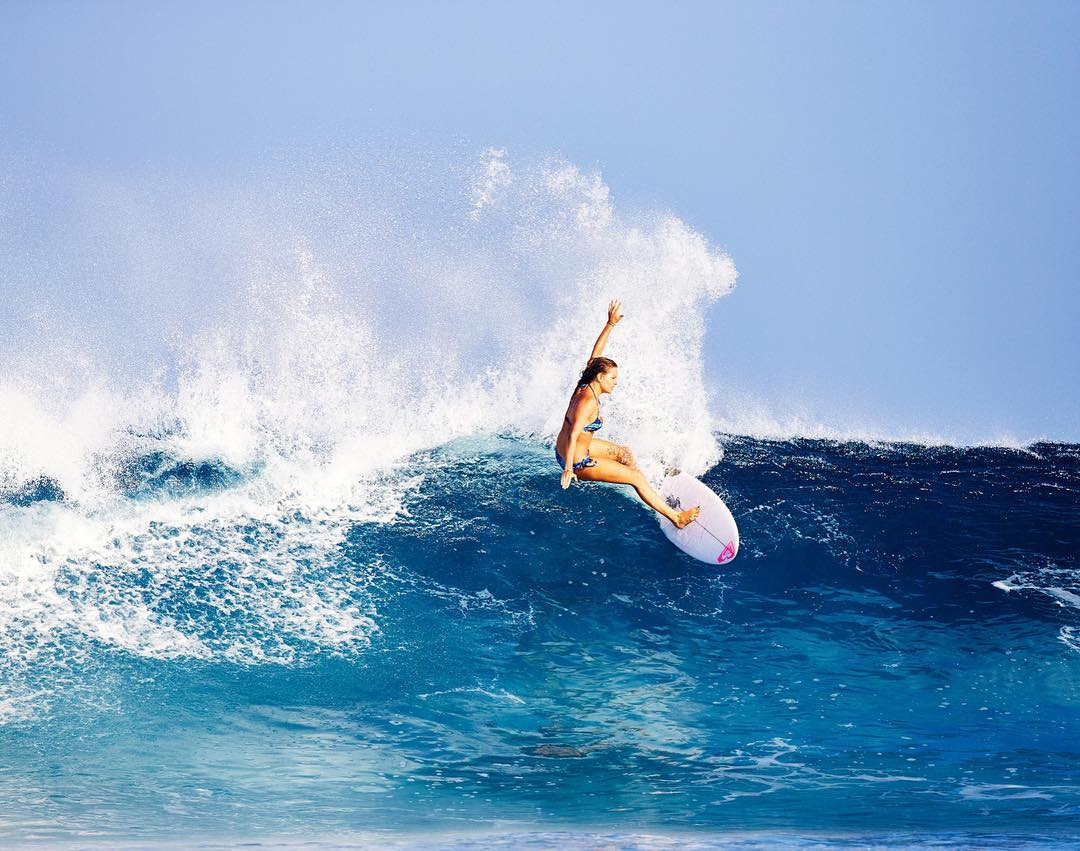 @brunasschmitz carving her way through Indonesia #ROXYsurf