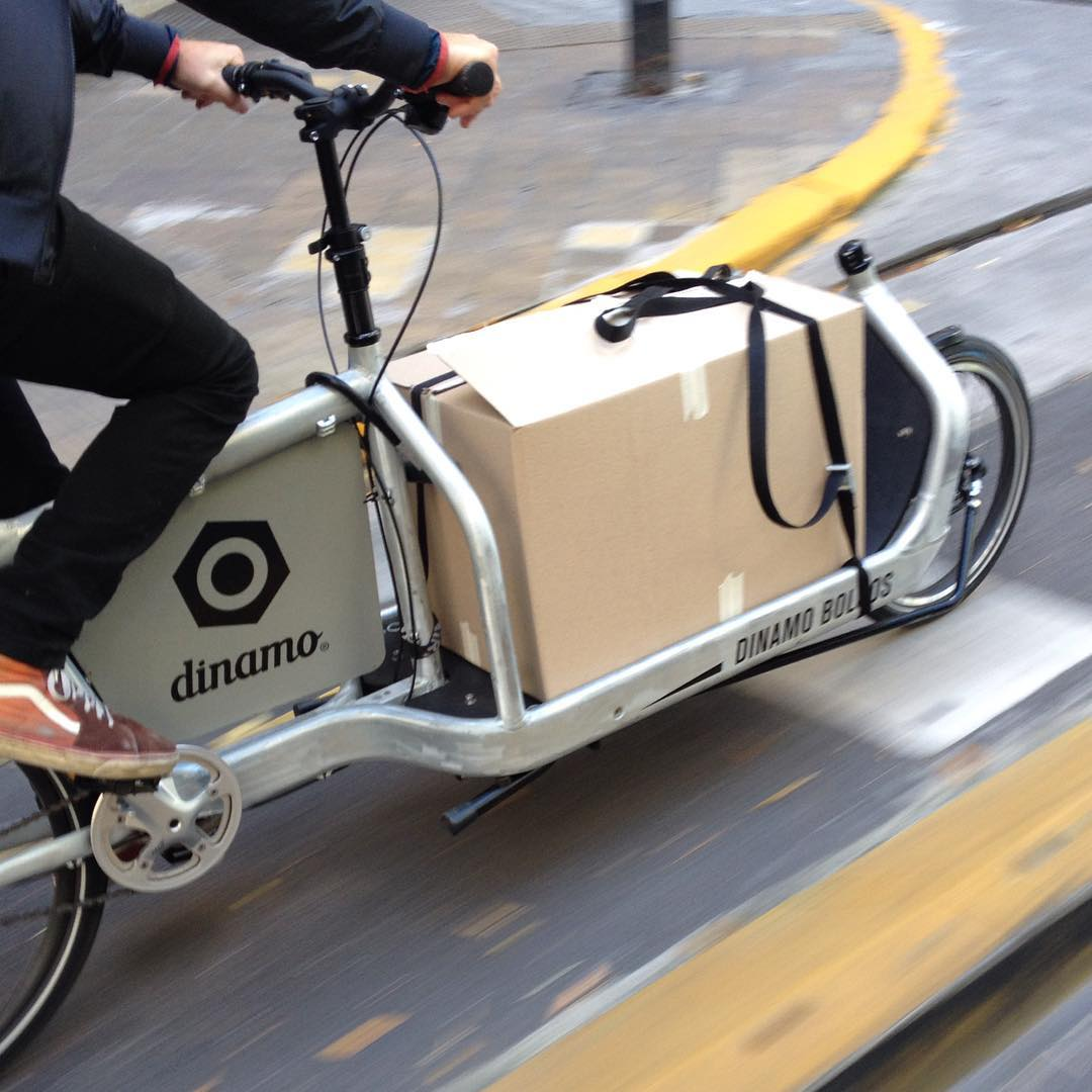 REPARTIDO POR SUS PROPIOS DUEÑOS. Somos diseñadores, somos ciclistas, somos dinamo. #buenosaires #larryvsharry #bici