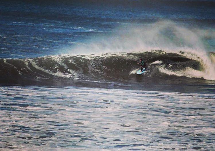 """Fefe Goñi fluyendo en las olas otoñales de Mardel """" #chapa #singlefin #teamspiral @fefegoni"""