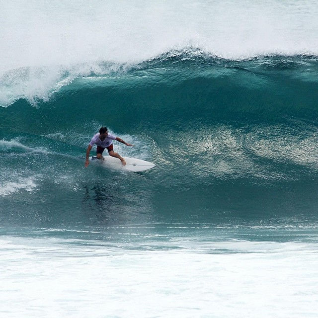 another one from Billy @hwilliamsmith setting it up #teamawesome #awesome #awesomesurfboards #surf #surfing #gettingcovered#indo
