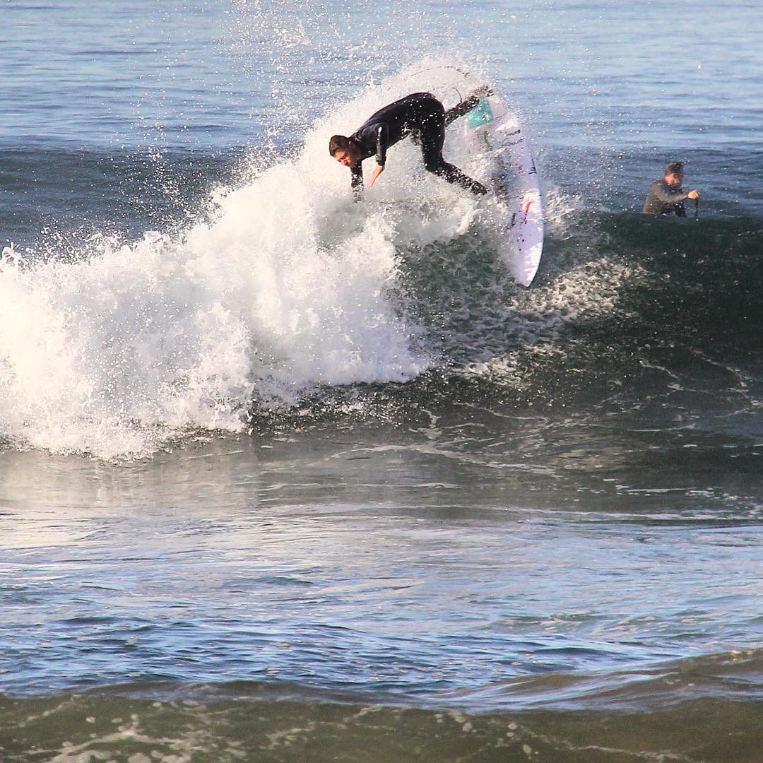 Our friend @nick_molde showing this paddler what his fins look like in Huntington Beach,CA.