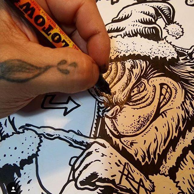 Qué lindo es verlo crear @mvarbaro #featuredartist #truetothis podes encontrar su arte en nuestras estampas #AW16