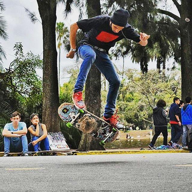 Matias Ferreira - Backside Heelflip en el Rosedal. #andarxandar
