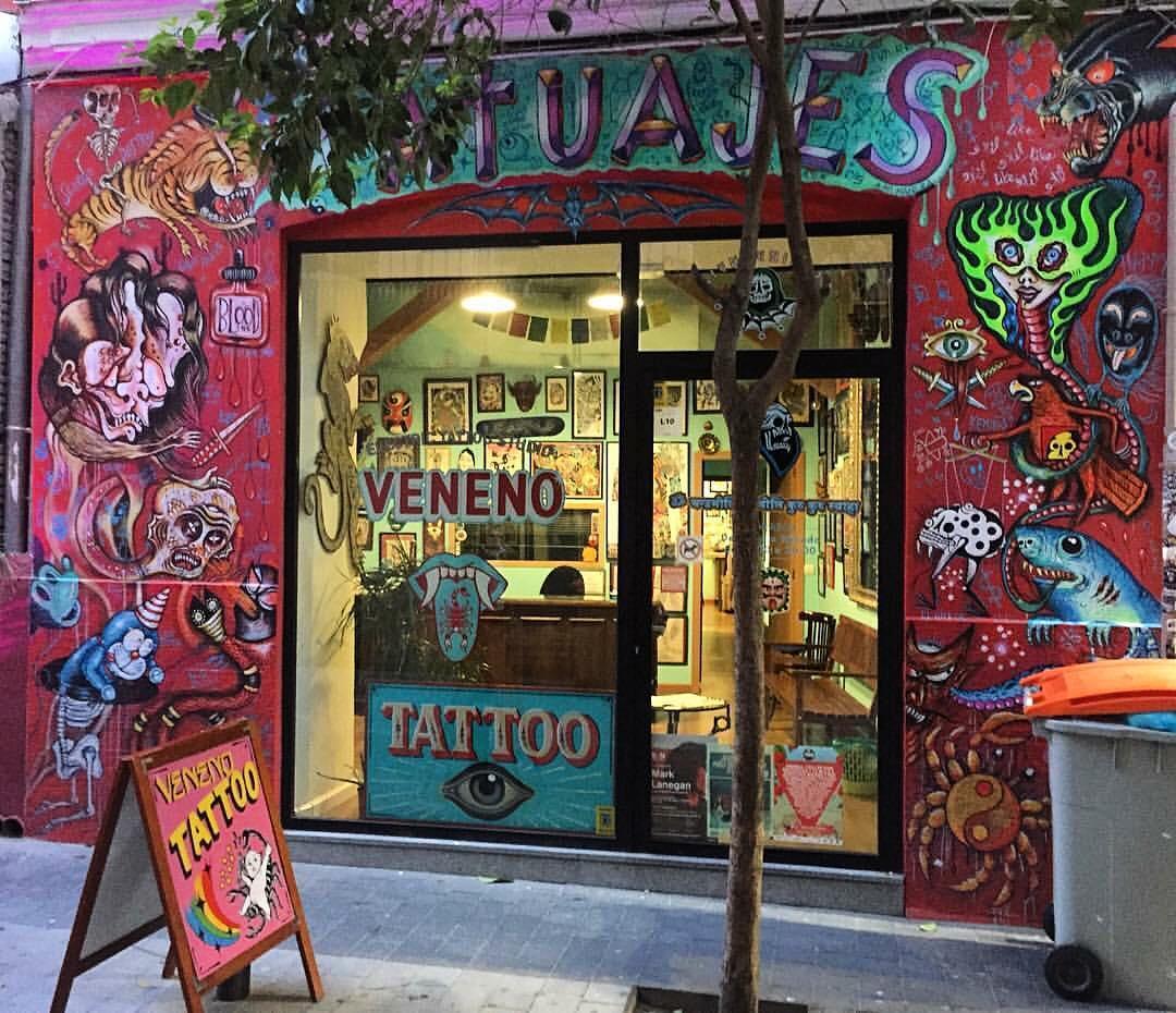 Un poco de tinta por nuestro amigo @rolytattooquilmes en Veneno Tattoo, Madrid