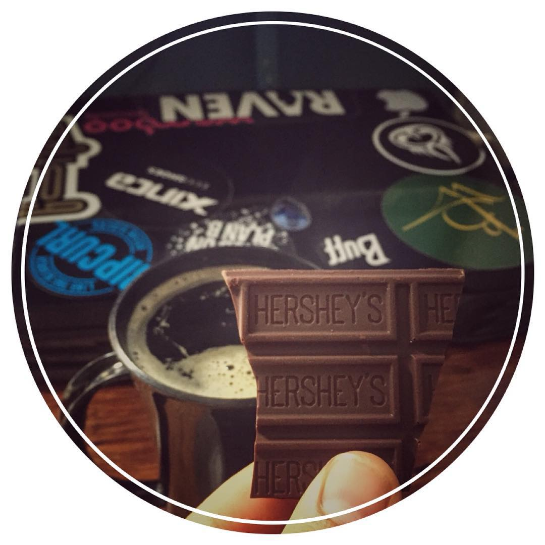 chocolate as first love  #hersheys #planb #ripcurl #gotcha #xinca #circa #c1rca #wamboo #raven #camaronbtujo #apple #alienware #chocolate #love #primeramor #cafe #cofee #delicious #shakeology #chocolateloversunite #healthy #dessertporn #food #sweet...