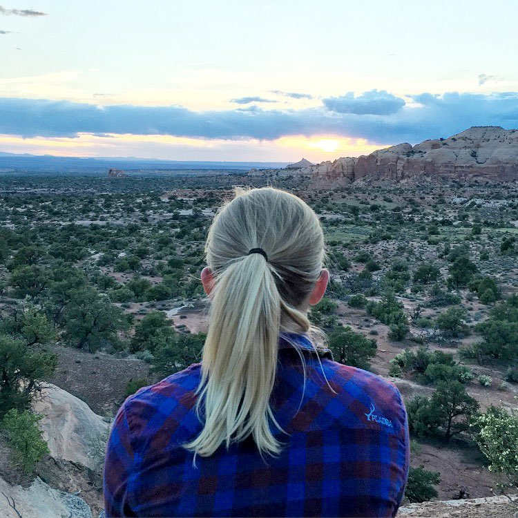 Watching the desert sun drop. #moab #nationalpark #camping  #flannel #pladra