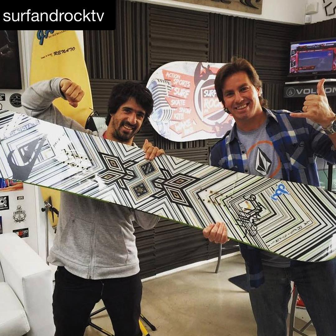 #Repost @surfandrocktv La visita de @natalurdi #snowboarding @ramiquesada #LiveStreaming #thrivesnowboards
