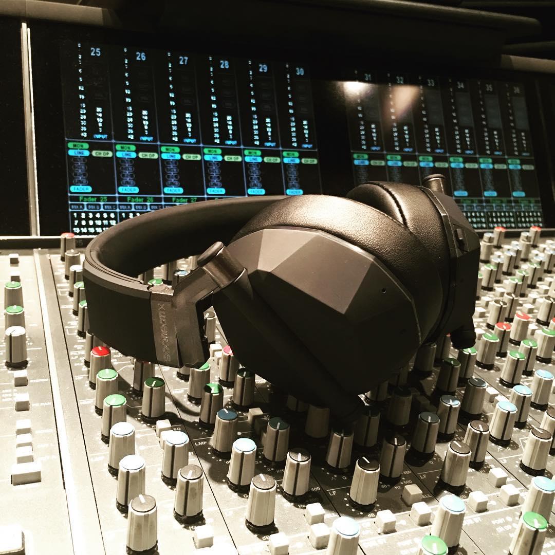 Sneak leak of our prototype headphones up in the studio #sofresh #hybridaudio tell ya more bout it lataaaaa