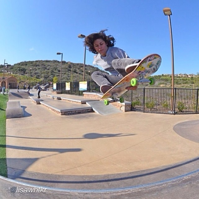 The Top 5 videos of the week just came out of the oven. Go to www.longboardgirlscrew.com and check out @loccnessy in a @girlsskatenetwork video blog, Lyde Begue raw run, Brazilian rider Ligiane Xuxa, @calibertrucks latest vid & Eugenia Ginepro and...