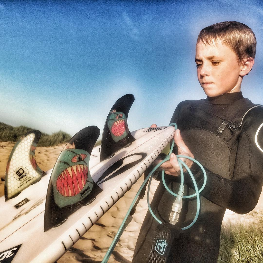Kobi Clements with his new 3DFINS Monsta Signature series (Grom special)featuring Dimple technology.Available soon www.3DFINS.com Follow @kobiclements to see why this kid is going places #dimpletechnology #3dfins #surfboardfins