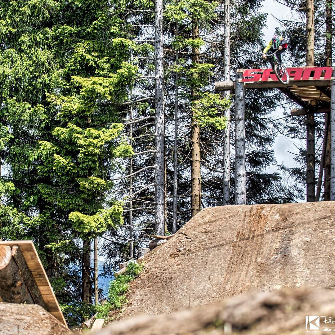 FINALLY we had a break in weather and the virgin #Crankworx #LesGets #Slopestyle course got some tyre marks on it... @tomaslemoine dropping in for his first run of the week... All eyes on the weather this weekend! ‪#‎SixSixOne‬ ‪#‎661Protection‬...