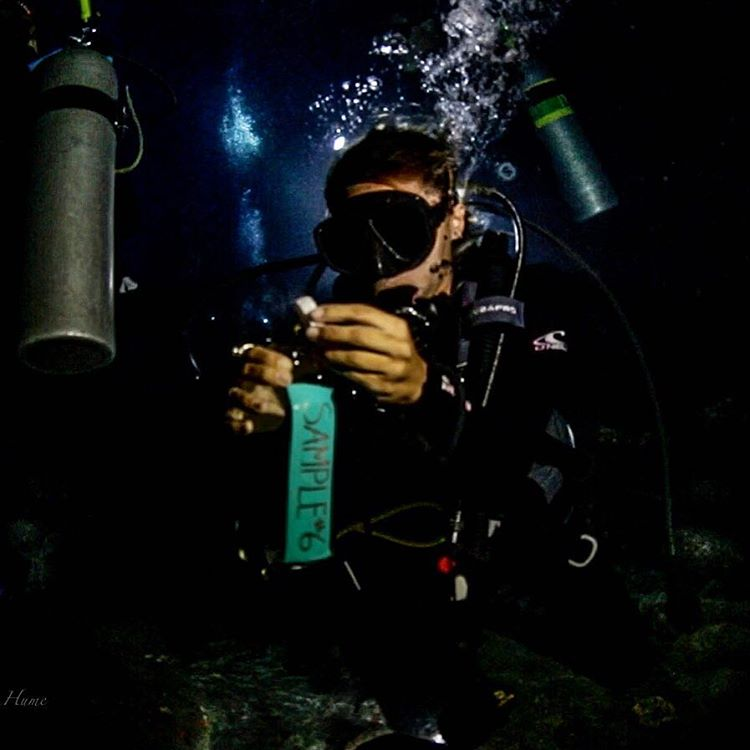 Collecting microplastics samples underwater and at night? @thelovewaters you guys rock!  Photo: @dhfilms  #adventurescience #divingthedark #ASCMicroplastics