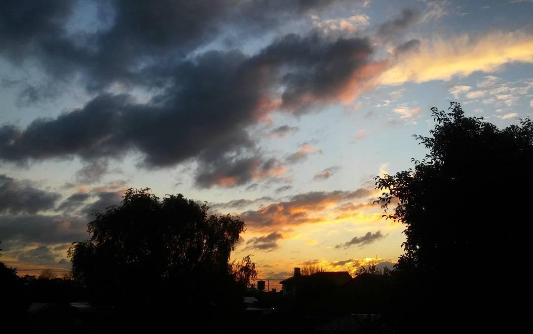 Están viendo el cielo ahora? Apuurense que ya se apaga! #cielo #sky #atardecer #sunset #tramonto #ph #instasky