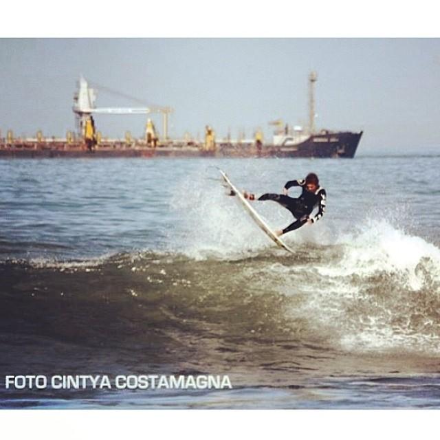 Feli Suárez desde Biología, Mar del Plata, Argentina @felisuarez1 #surf #volcomfamily