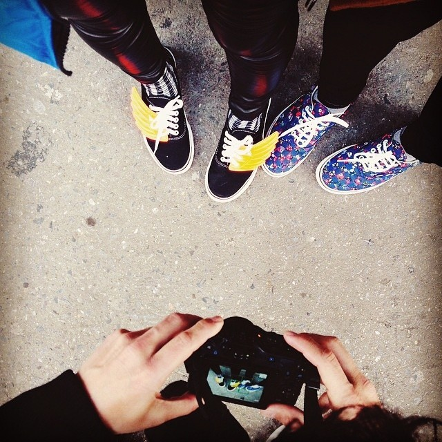 Re post @giamportones.  Las hermanas y las Vans se reunieron en NYC.  #vansgirls @vansgirls