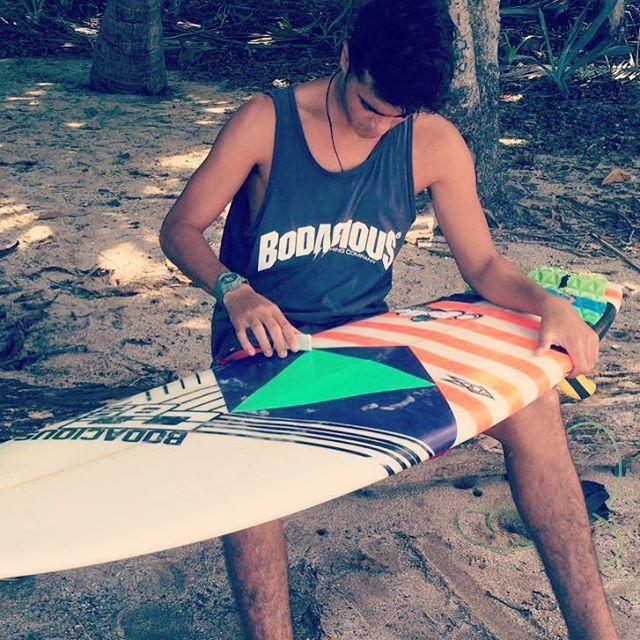 Nuestro Rider @juanignacio_chaar desde Costa Rica, preparando su tabla para competir!! ✌