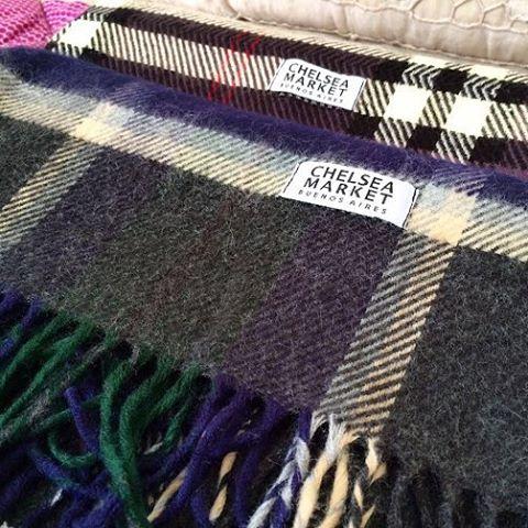 Unite al frío con nuestras bufandas explotadas.