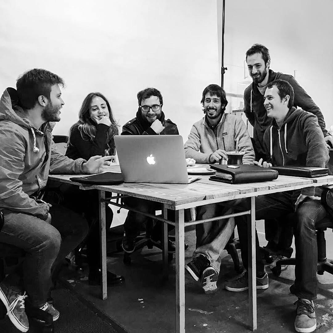 Junto a @ovejadg proyectando la nueva identidad de @chillydesign Nos une el diseño y la buena onda!