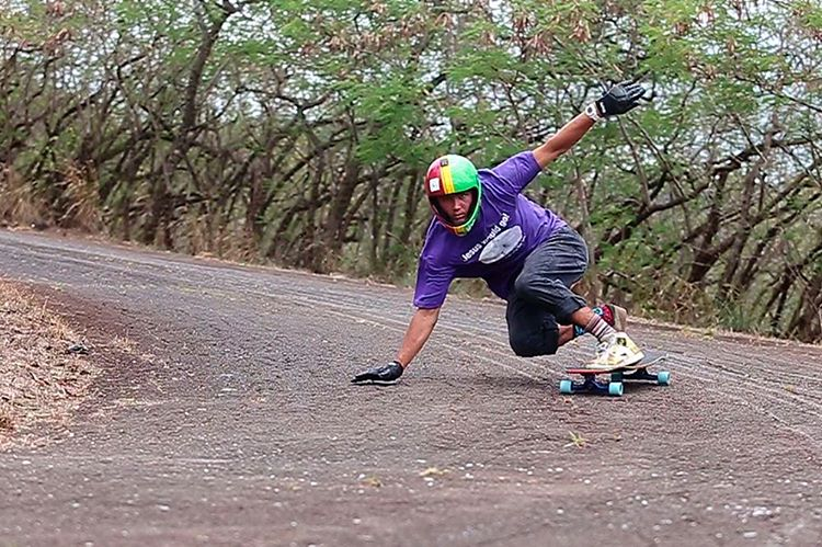 Bronson Lee mobbing through Hawaii on the Keystone.
