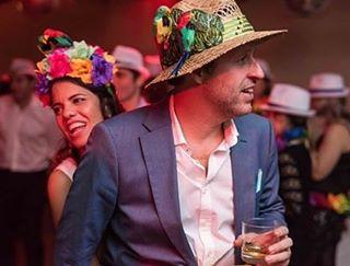 Los #casamientos se vuelven más divertidos cuando sale todo el despliegue de #color de las #vinchas de las Bolis