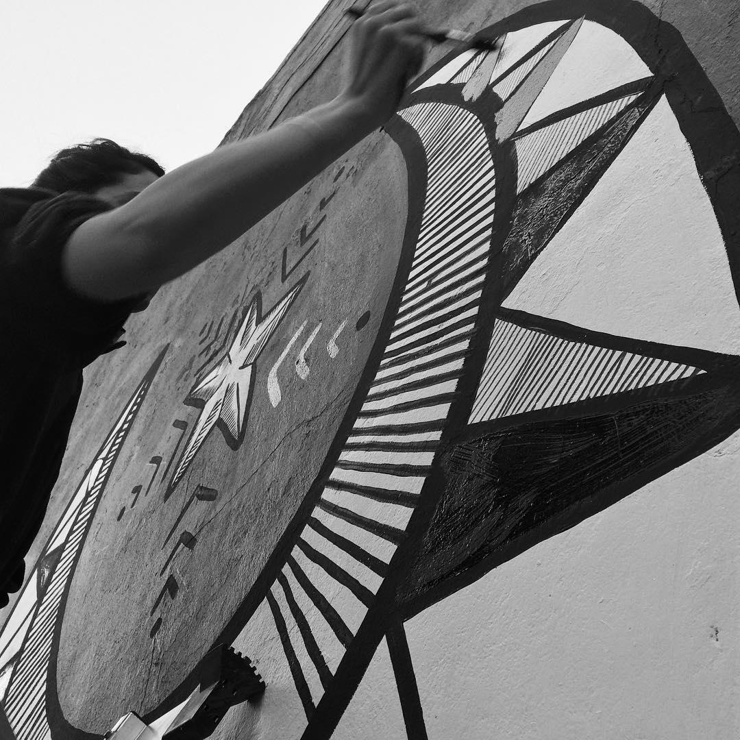 Alta en el cielo! #darte #mural #luna #muralism #art