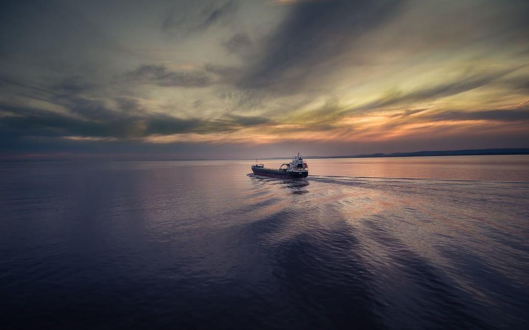 Credit: Owen Wong (@opnwong) | #SkyPixel  skypixel.com/photos/chasing-ship