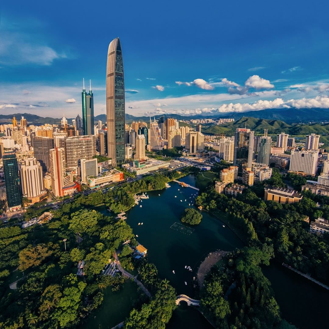 This city looks familiar… #Shenzhen  Credit: Victor 逸桐 | #SkyPixel  www.skypixel.com/user/lai-yajun