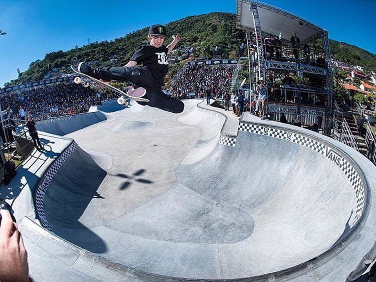 @tomschaar snags a massive stalefish aboard the @vansparkseries ship down in Florinopolis