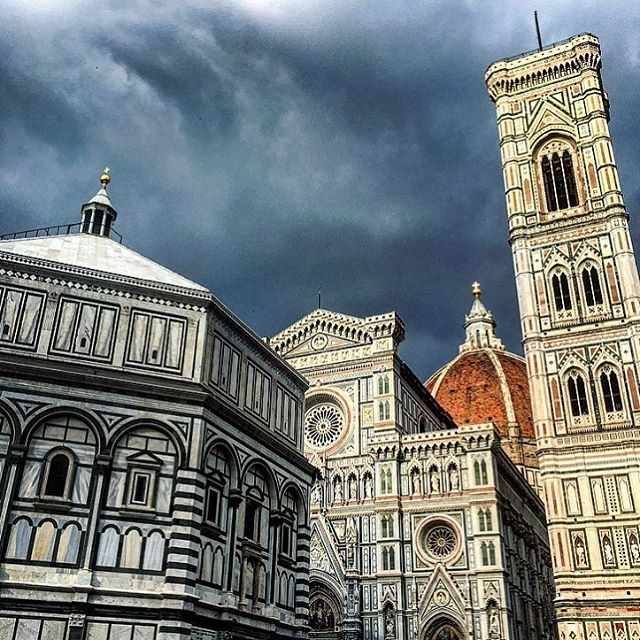 The sky turns dark if you enter the cathedral with bare legs. #duomo #shame