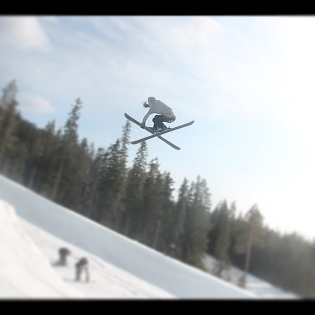 One last competition of the year for @s_dejin. We're pretty sure that if she continues to throw moves like this, she'll be just fine. #skiing #park #Sweden #sisterswhoshred #sisterhoodofshred