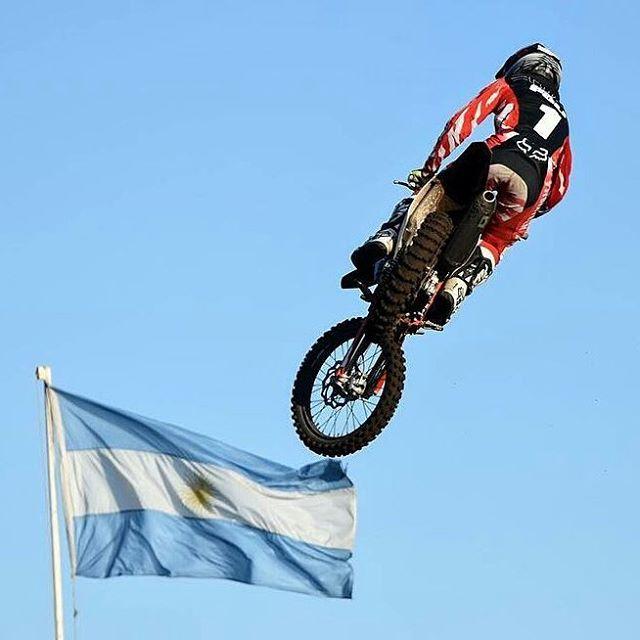 @joaquinpoli199 -  Feliz día a nuestra gran bandera !
