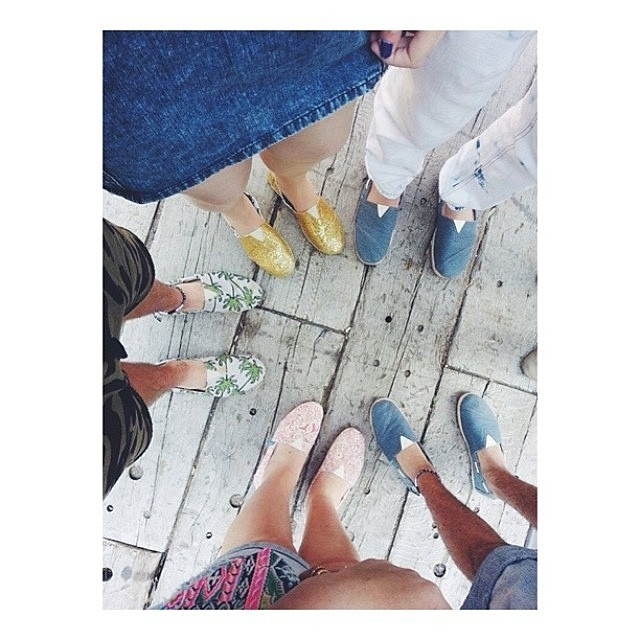 Wherever you are it is your friends that make your world (ᵔᴥᵔ) #Paez #PaezShoes #bestoftheday #friendship Regram: @sandrashaulsky