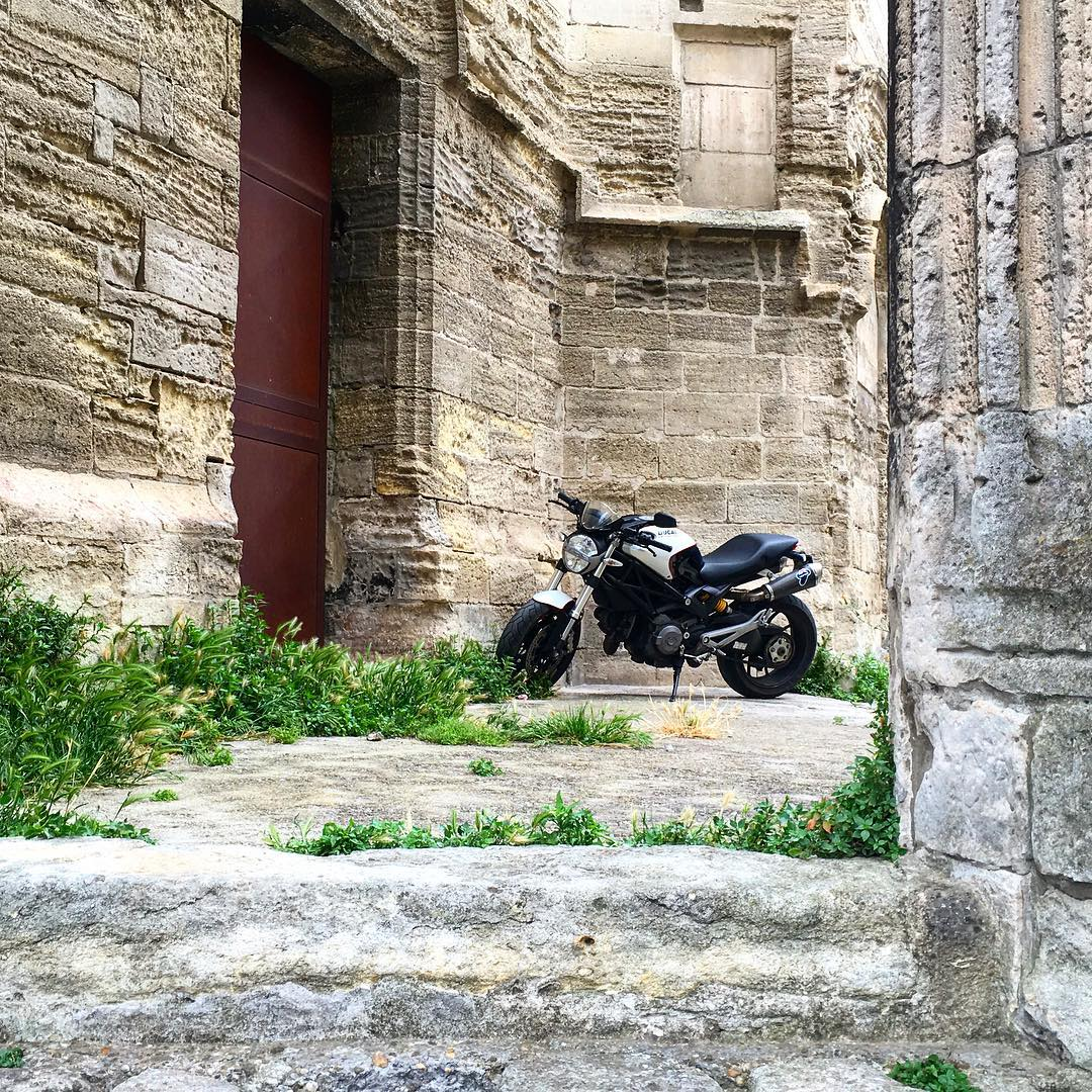 Found this gem while exploring the ruins in Arles, France near an old, beautiful church. Arles has so much history from Medieval forts to Van Gogh's café. France is absolutely gorgeous! #Ducati #motorcycle #ducatimonster #france #arles #travel...