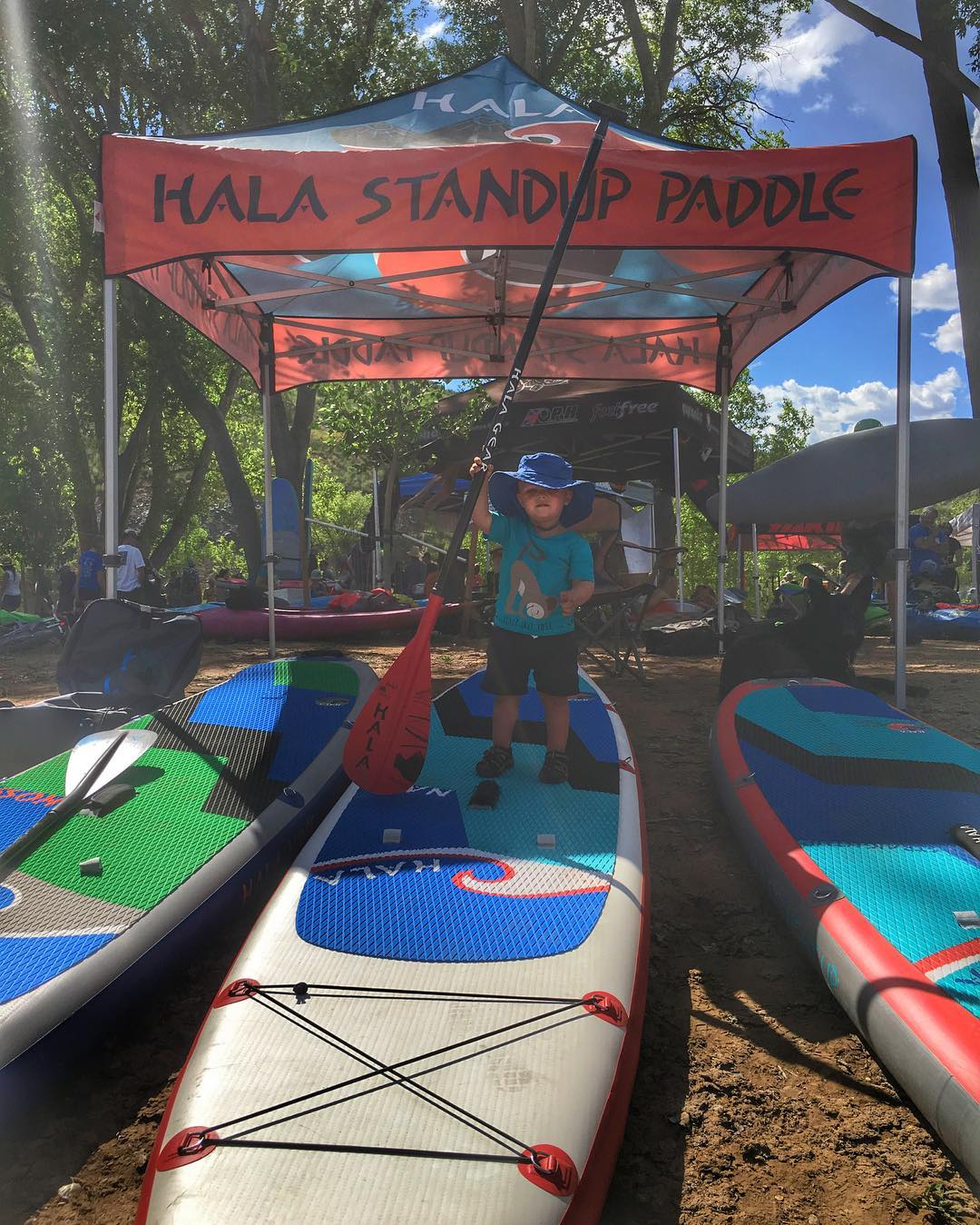 Ready for the river at the #AnimasRiverDays2016!!! Come by the booth and check us out!  #halagear #adventuredesigned #paddlewithfriends #isup #inflatable #standuppaddle #paddleboarding #suplifestyle #adventurers #sup #stand_up_paddle #paddle...