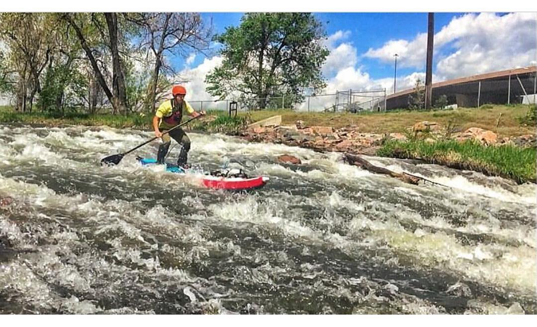 @danny303diaz running some urban whitewater on his #halanass! #halagear #adventuredesigned #paddlewithfriends #isup #inflatable #durable #whitewaterdesigned #standuppaddle #paddleboarding #suplifestyle #adventurers #sup #supthemag #repostmysup...