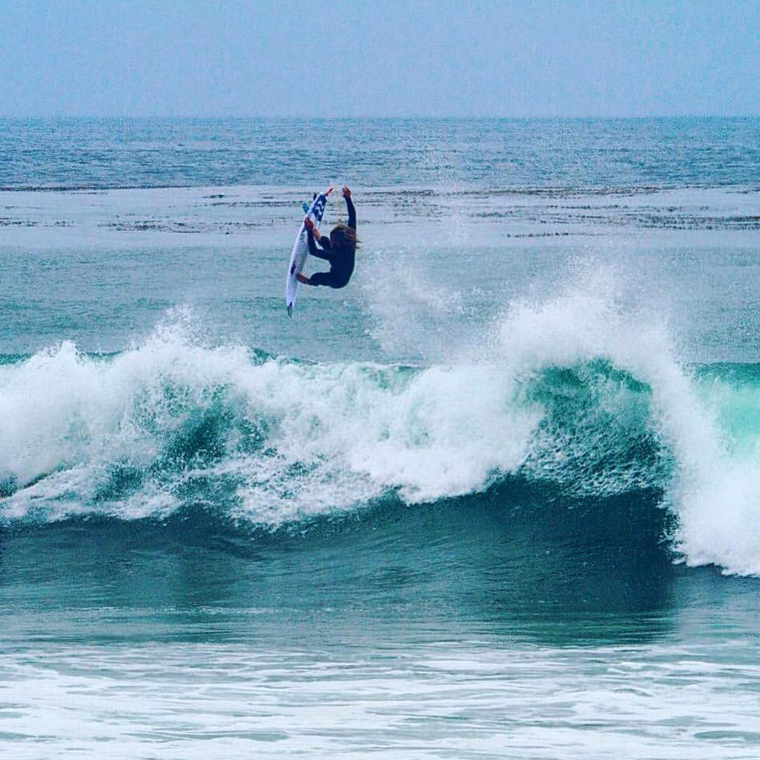 Team rider @nickrozsa flying into the weekend and getting excited for more south swells this summer