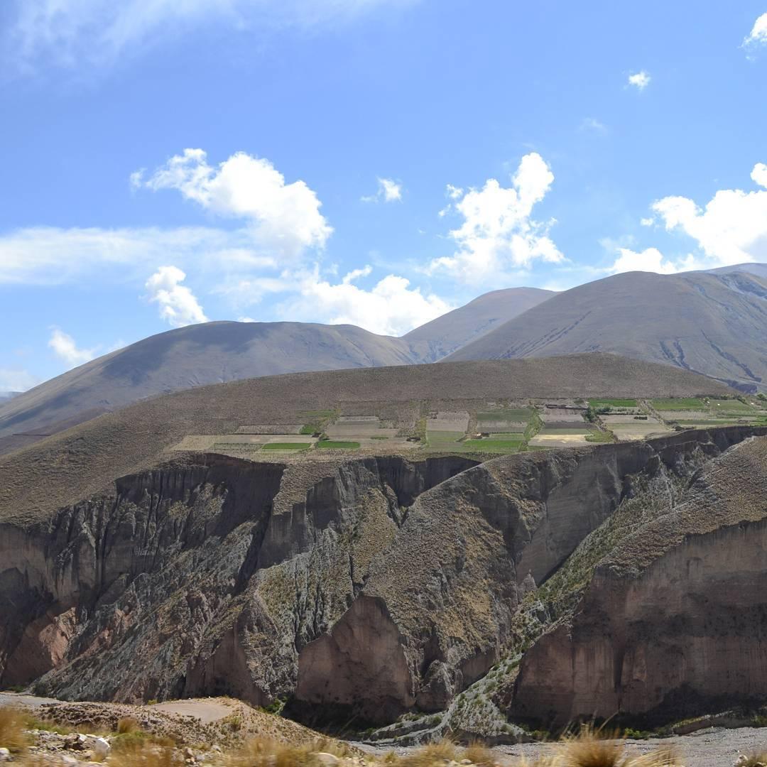 Y sobre las cumbres, habra sobreabundancia. Hay alguna duda que sea posible?? #all_my_own #montaña #cosecha #huerta #cumbre #quinta #ig_great_pics #ig_argentina #argentina #arte_of_nature #argentina_ig #iruya #salta #fotografia #estaes_america...